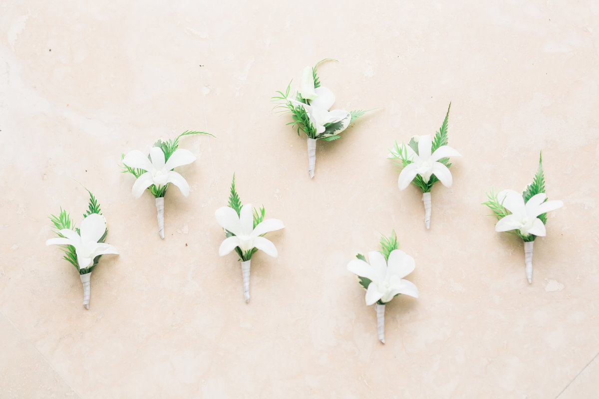 Boutonnieres in simple green and white color scheme for groomsmen