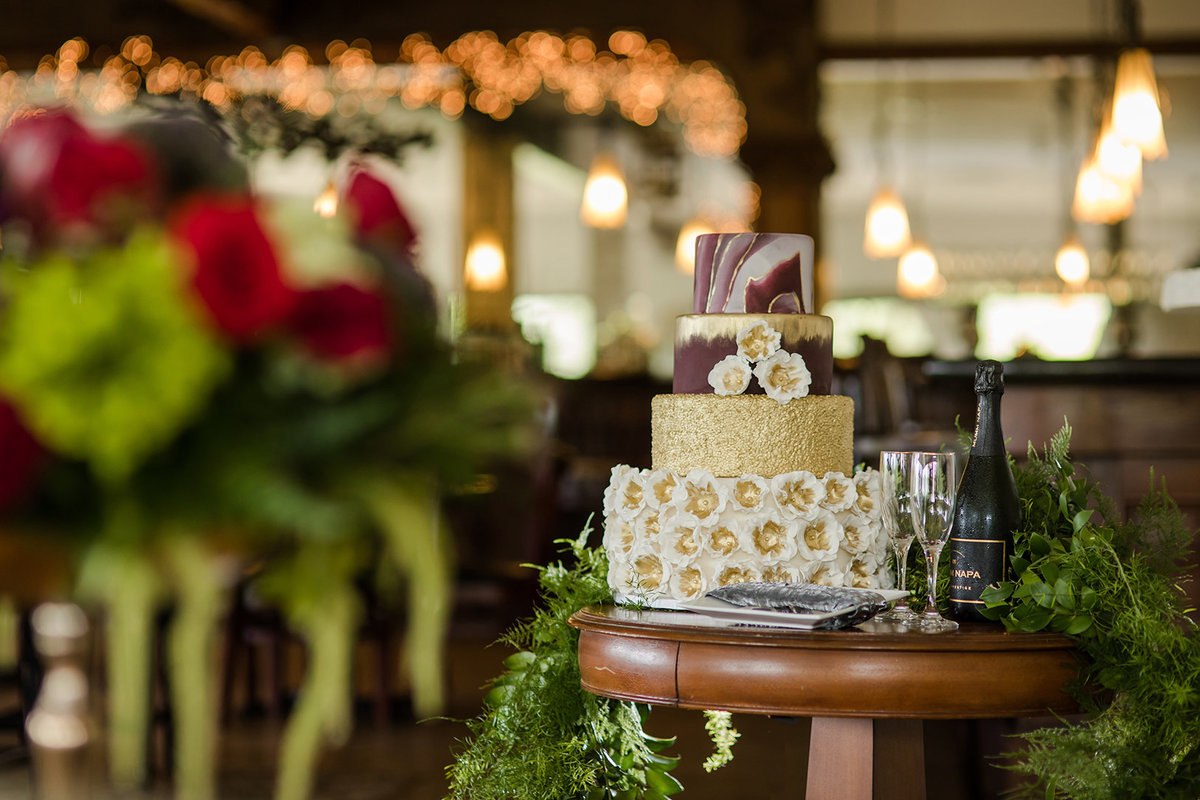 beautiful centerpiece and wedding cake