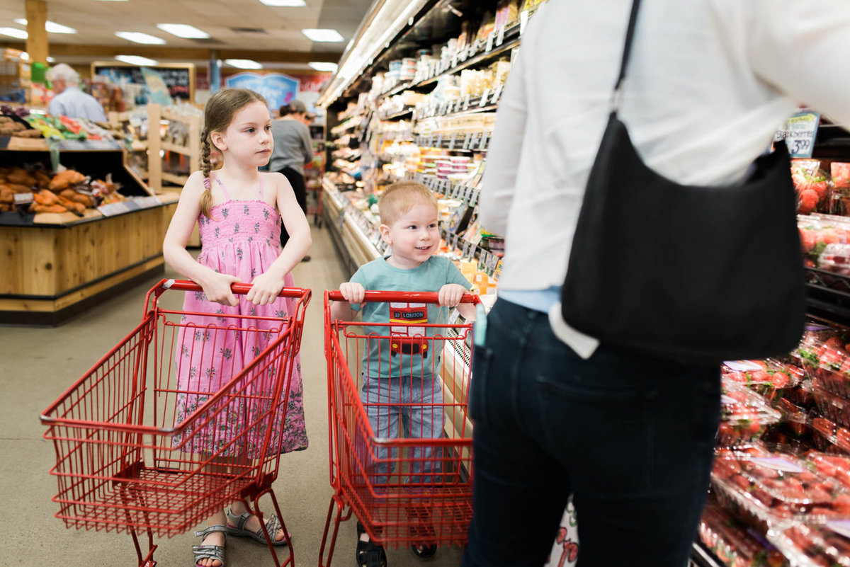 Boston-Family-Child-Photographer-grocery-store-session-5