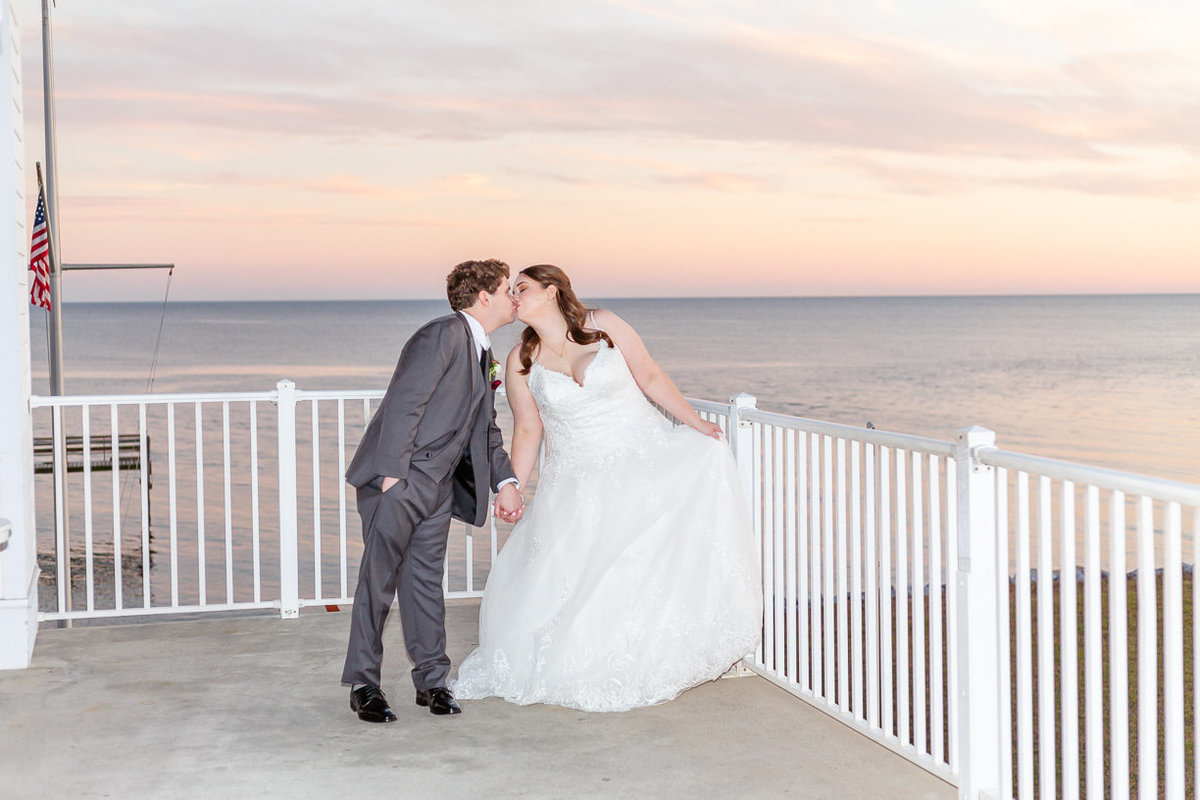 bride and groom photos on the mississippi gulf coast | Toni Goodie Photography