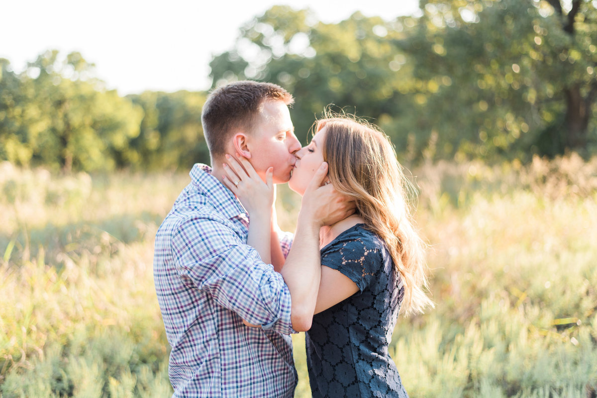 engagement photo couple kissing