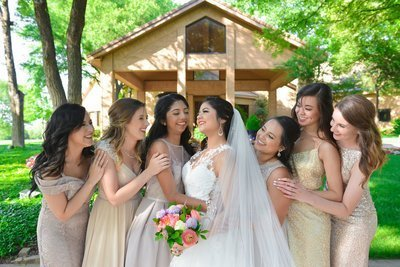 bouquet_and_bridesmaids
