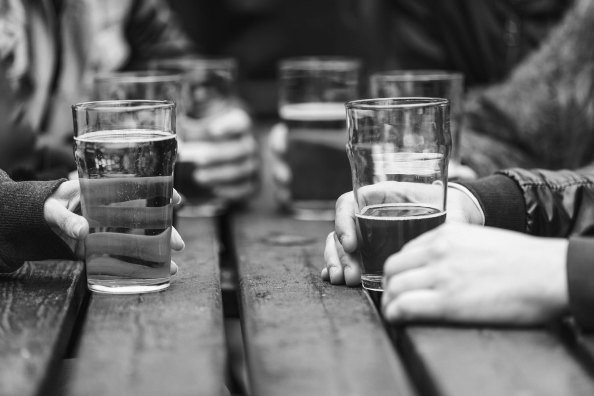 beer garden table w glasses-BW