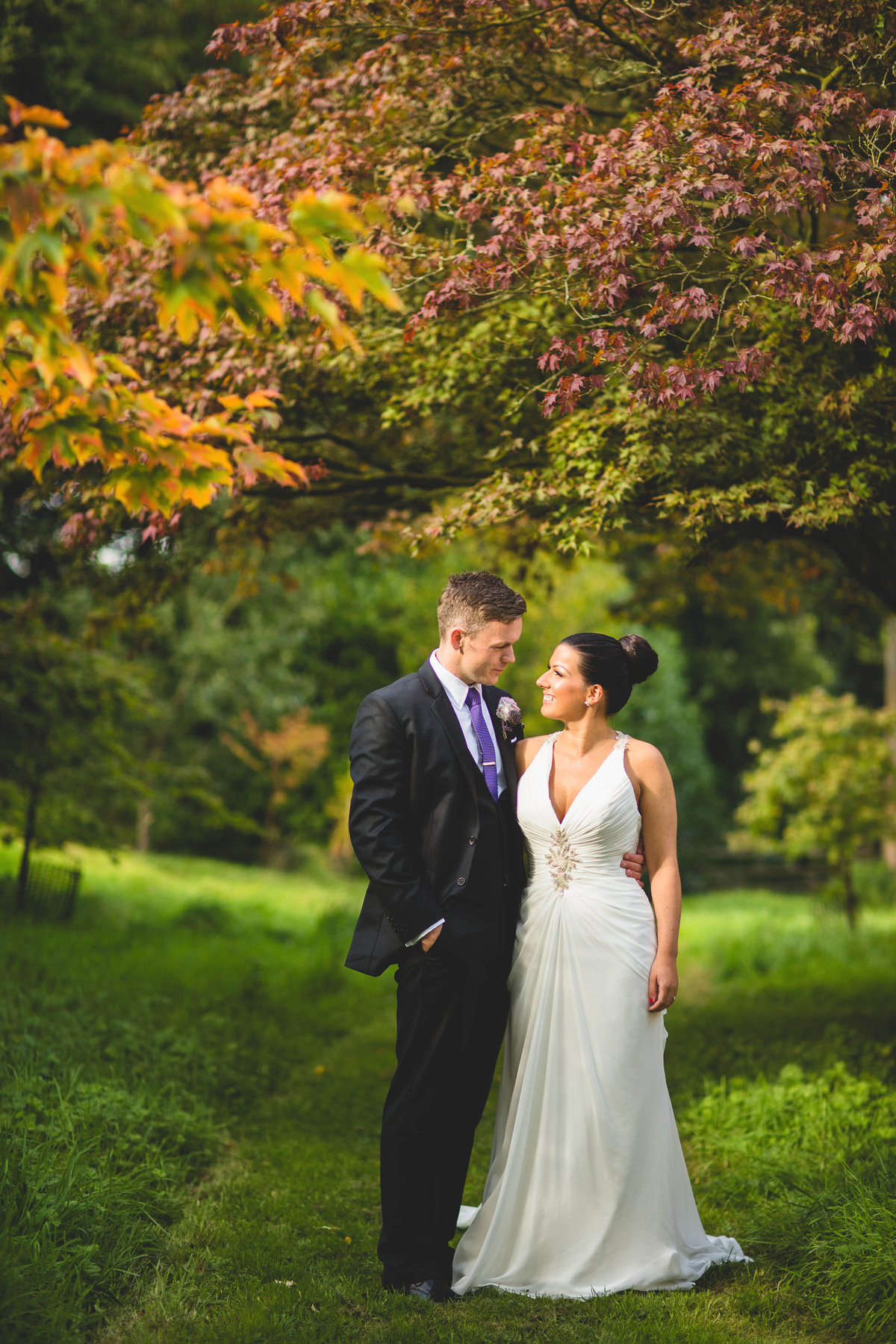 bride and groom in autumn leaves colours