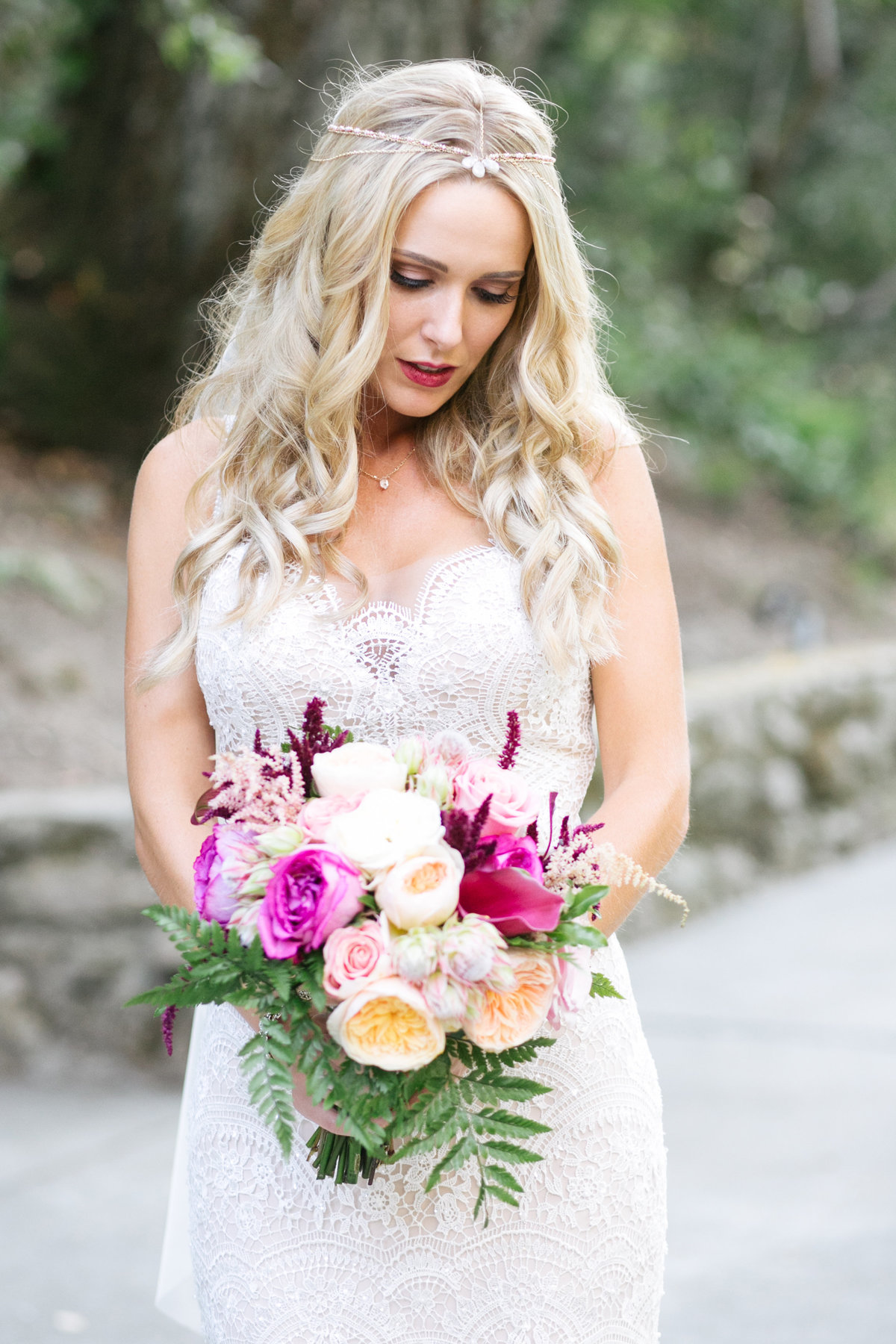 boho bride with pink bouquet