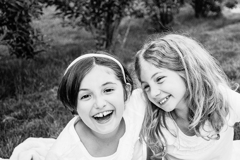 Best friends tweens, kids photography by children's photographer in the Hudson Valley NY