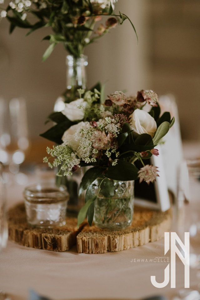 granby-colorado-strawberry-creek-ranch-classic-mountain-wedding-in-the-summer-flower-centerpieces