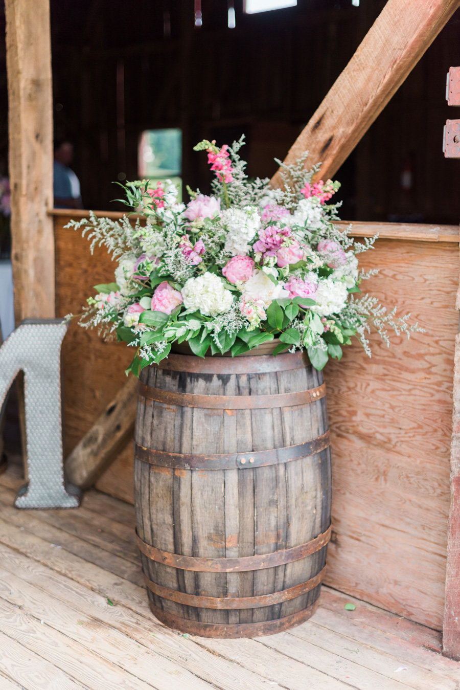 Intimate-Barn-Lewisburg-Wedding-photos-by-carrie-b-joines (6)