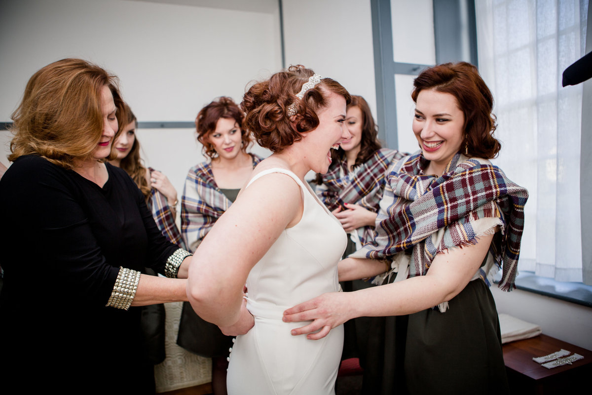 Bride getting ready with her bridesmaids at Shaker Village in Lexington, KY by Knoxville Wedding Photographer, Amanda May Photos