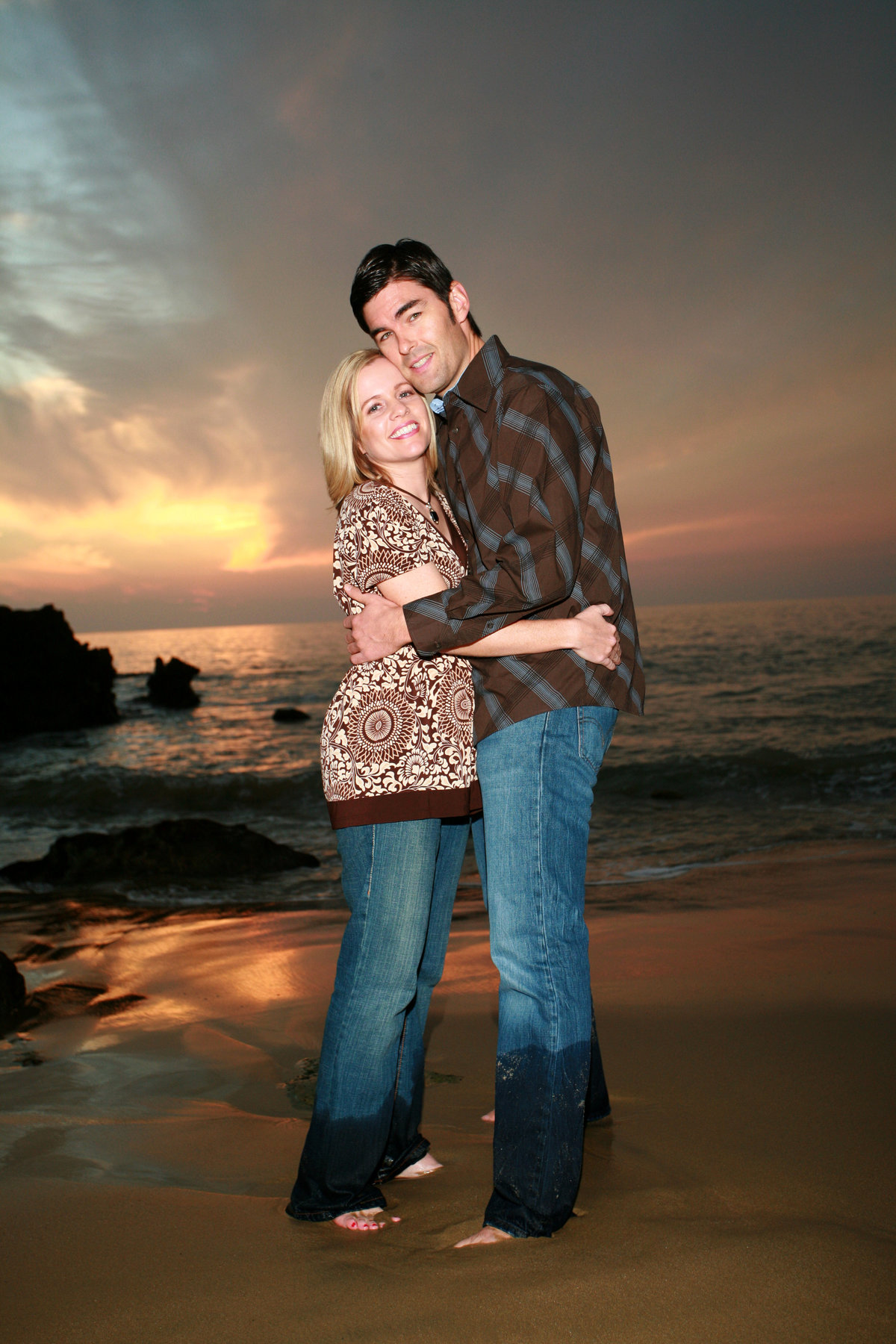 Kassel will capture your engagement shoot in studio or location. Lets go to the beach!