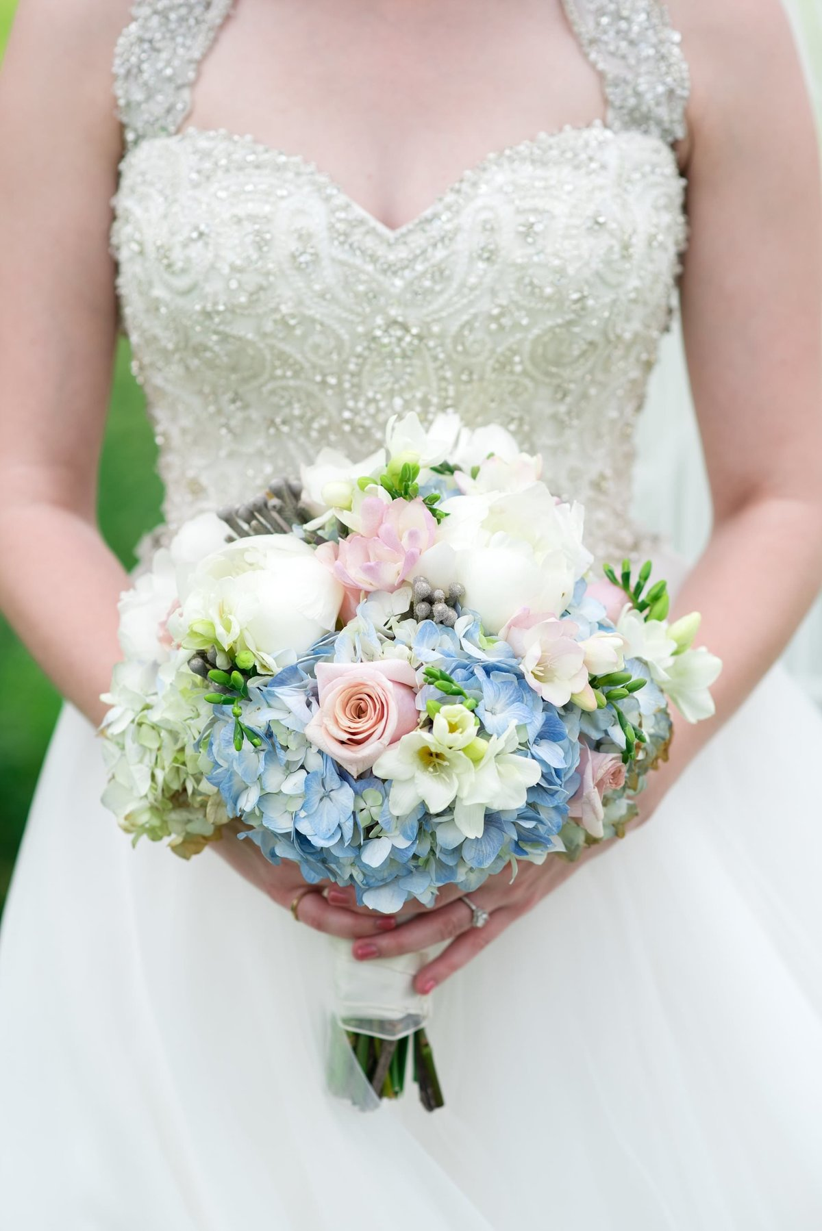 bride-bouquet-hydrangeas