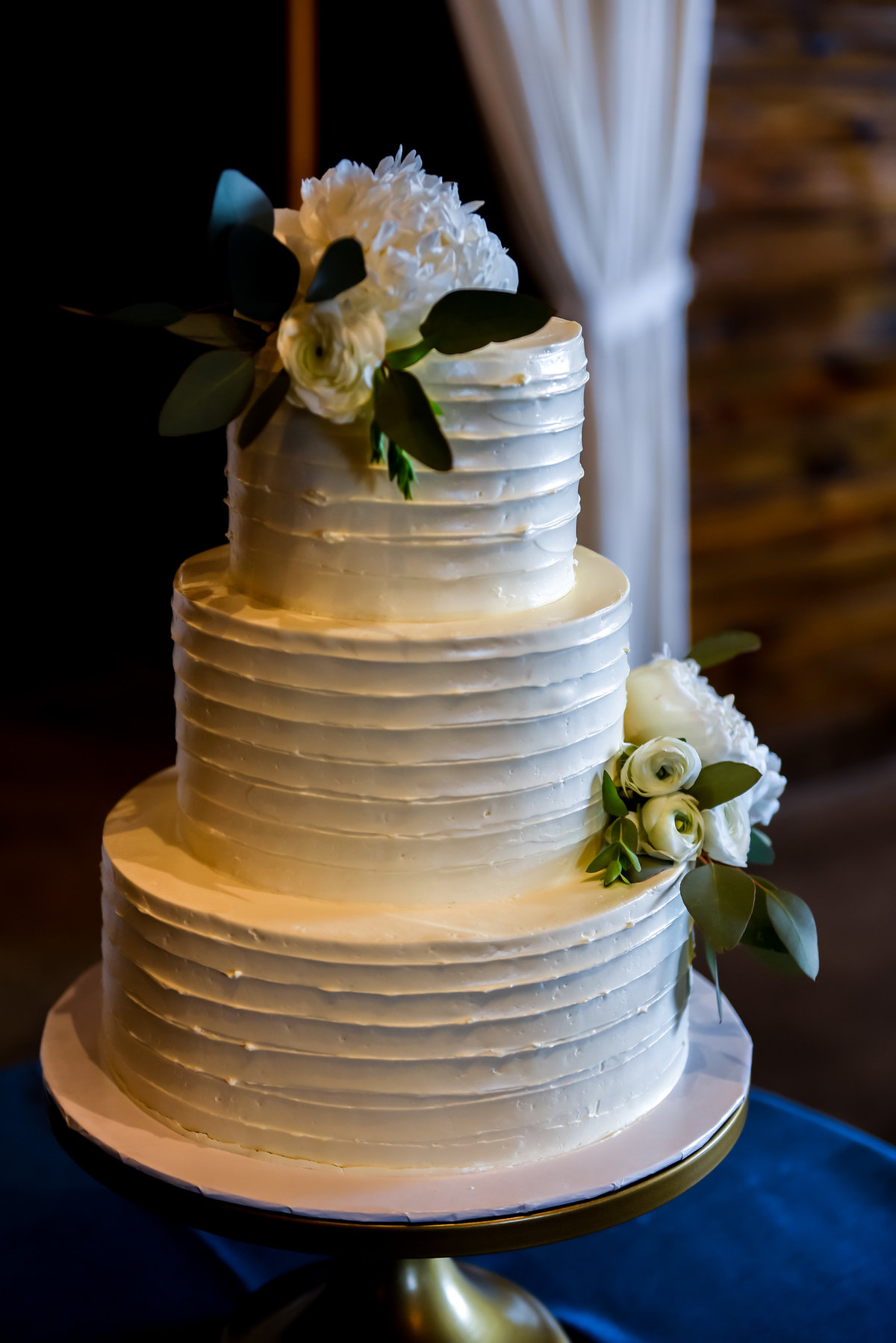Wedding cake photo. Richmond  wedding photographers
