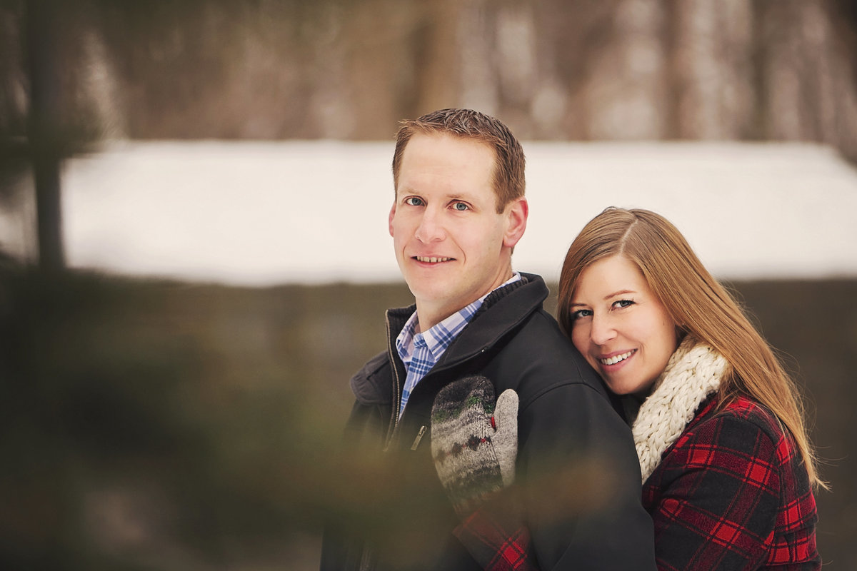 Winter engagement photos by Green Bay wedding photographer Casi Lea Photography