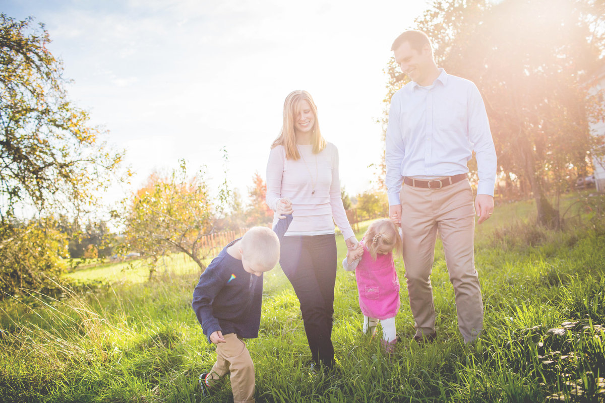 Rustic Countr Family Photos near Lake Oswego