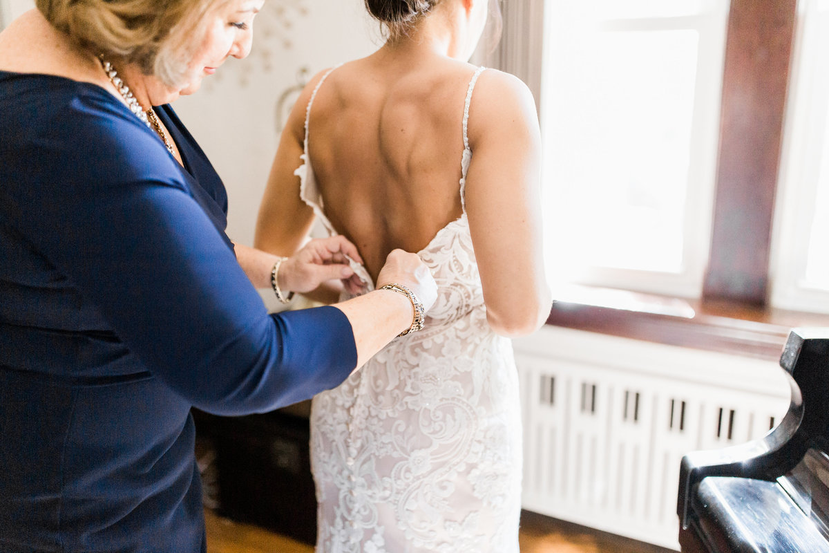 ToryClint_GettingReady_LauraRowePhotoDesign(41)