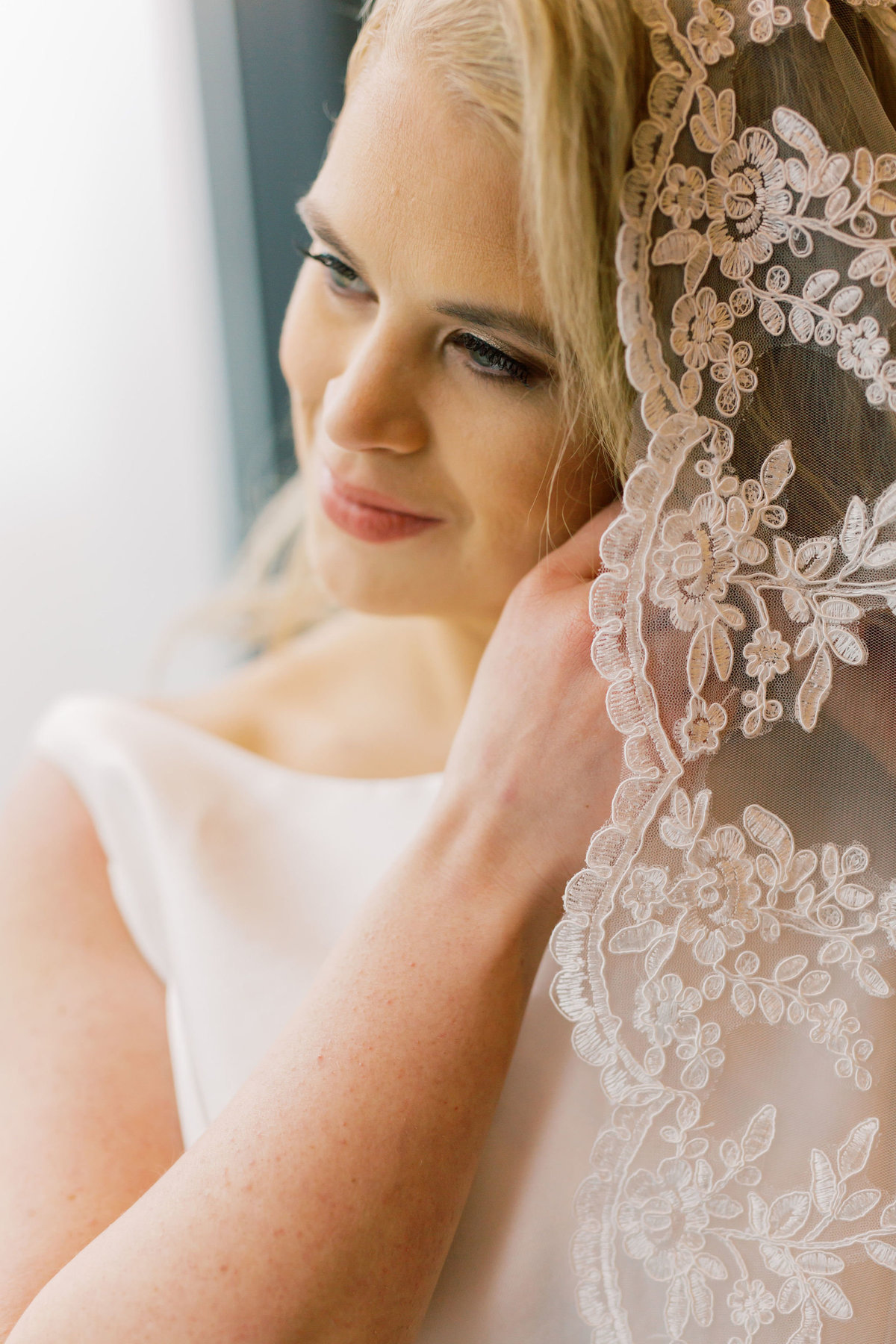 TiffaneyChildsPhotography-ChicagoWeddingPhotographer-Kimberly+Jimmy-ChicagoRenaissanceHotelWedding-BrideReady-44