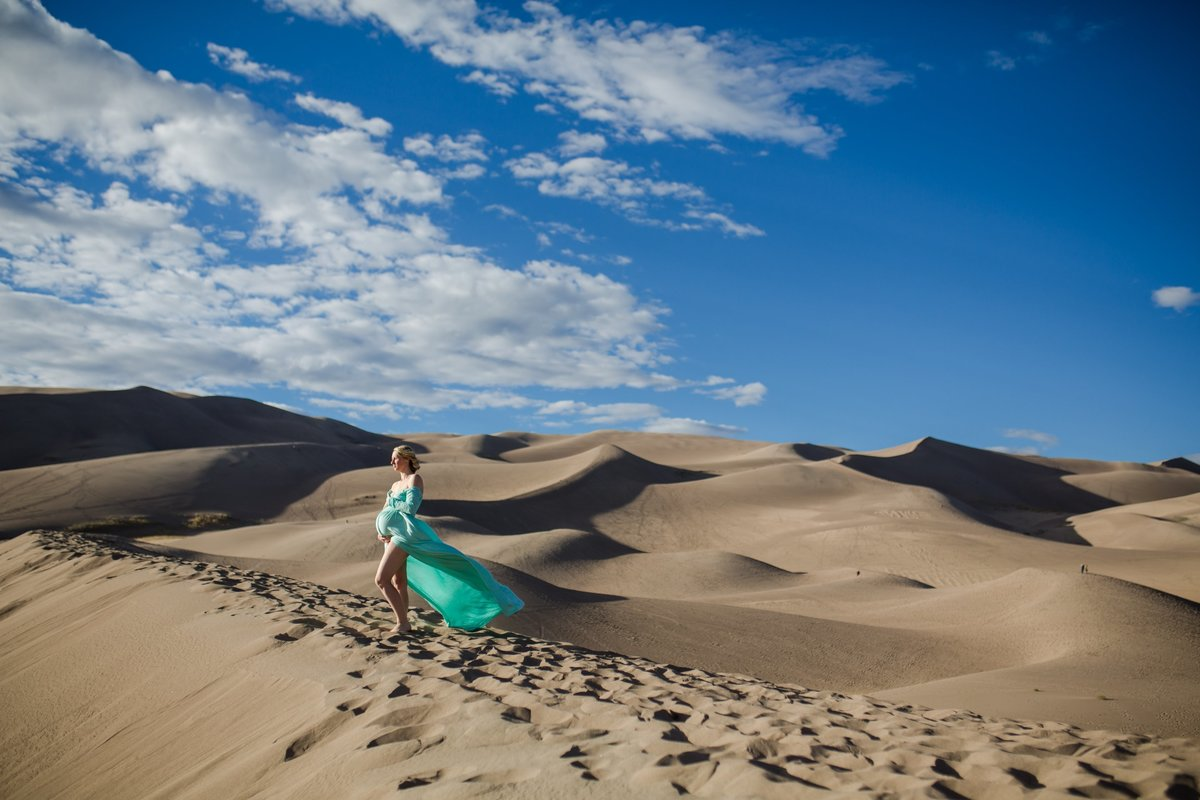 Gorgeous desert maternity photos