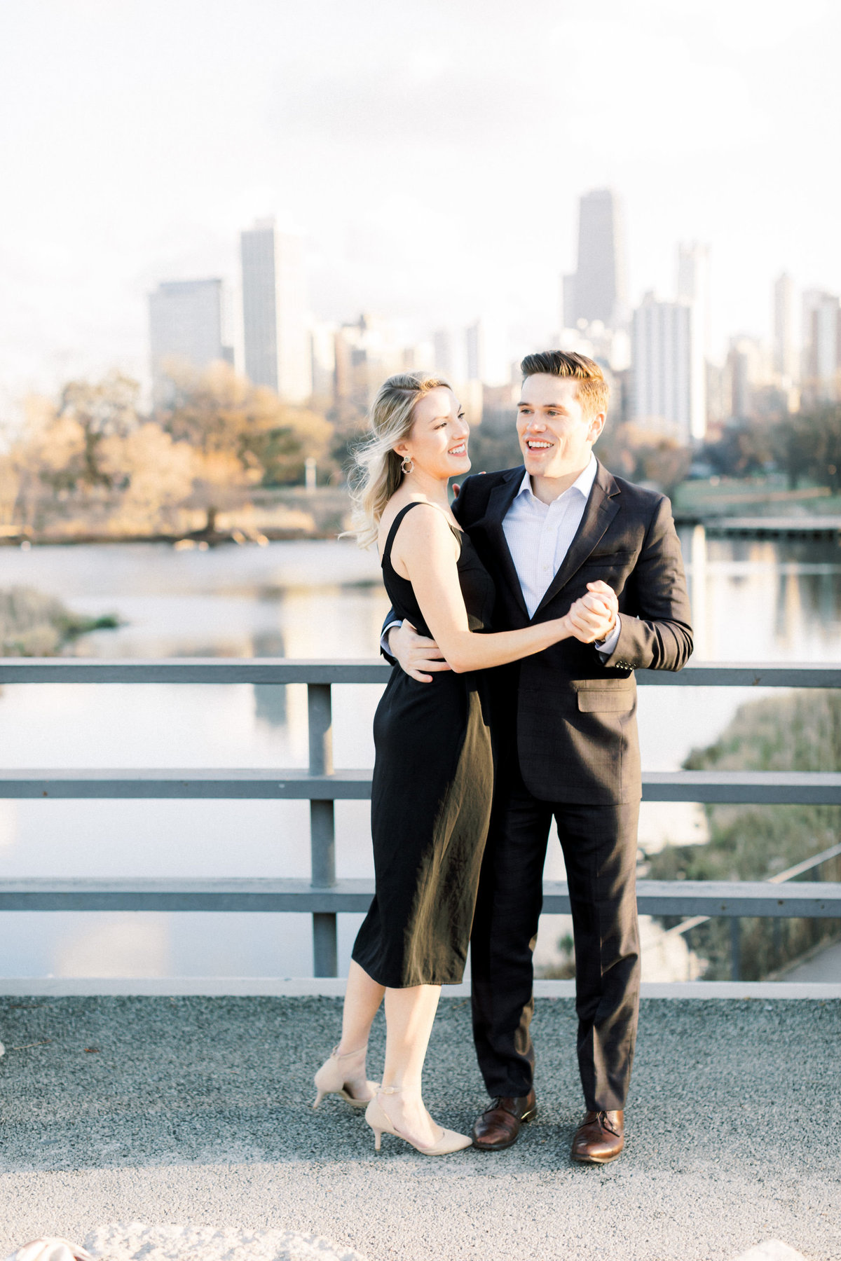 TiffaneyChildsPhotography-ChicagoWeddingPhotographer-AnneMarie+Connor-LincolnParkNatureBoardwalkEngagementSession-126