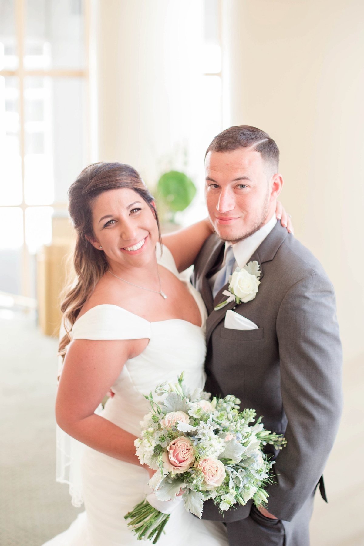 Baby Powder Blue and Blush Summer Park Inn Wedding with First Look by Toledo and Detroit Based Wedding Photographers Kent & Stephanie Photography_0984