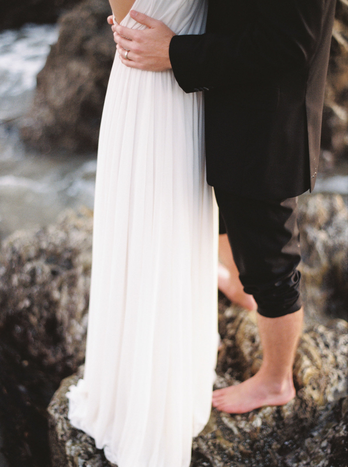 oceanside-elopement-destination-california-style-me-pretty-melanie-gabrielle-photography-59