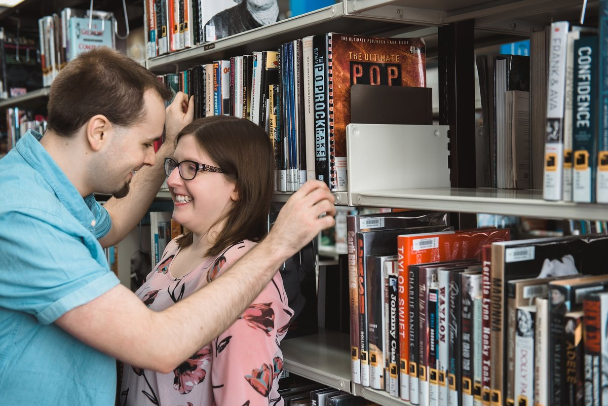 egaylephoto-regina-engagement-photographer-public-library-session_0027