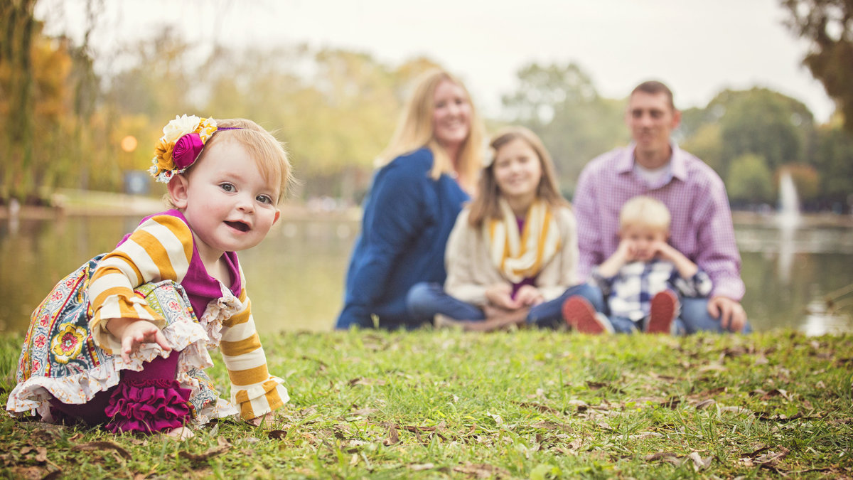 charlotte family photographer jamie lucido creates a beautiful family portrait at Freedom Park