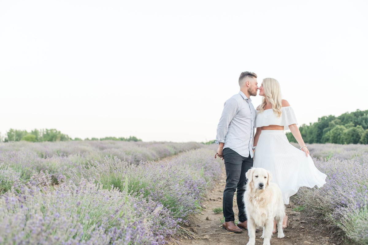 Ottawa-Wedding-Photographer-La-Maison-Lavande-Lavender-Field-Engagement-01