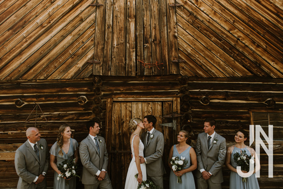 granby-colorado-strawberry-creek-ranch-classic-mountain-wedding-in-the-summer-wedding-party