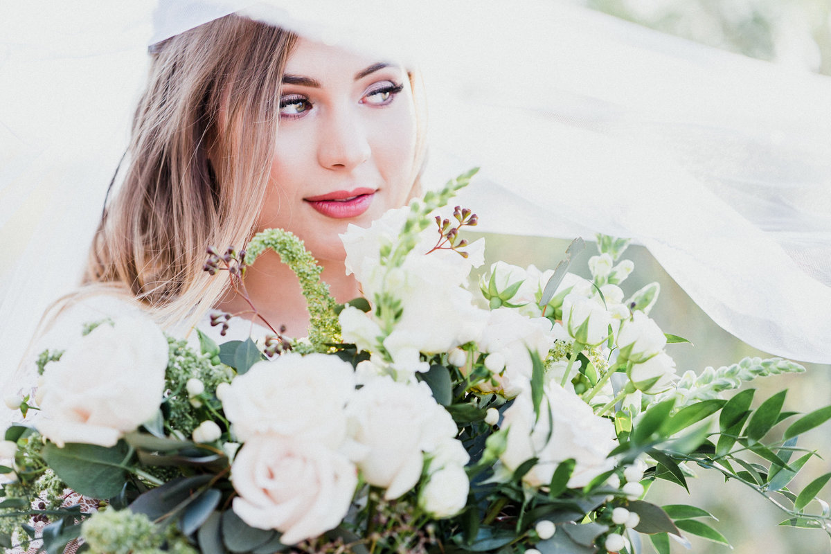 Atlas Rose Photography AZ Bride With White Roses 01