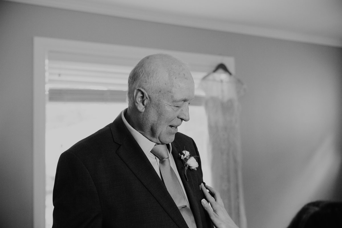 Father of the bride seeing bride for the first time