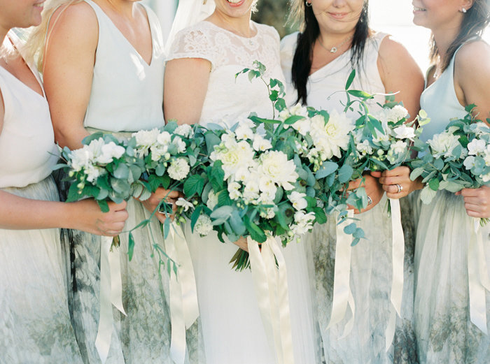050-bride-with-bridesmaids-flowers-detail