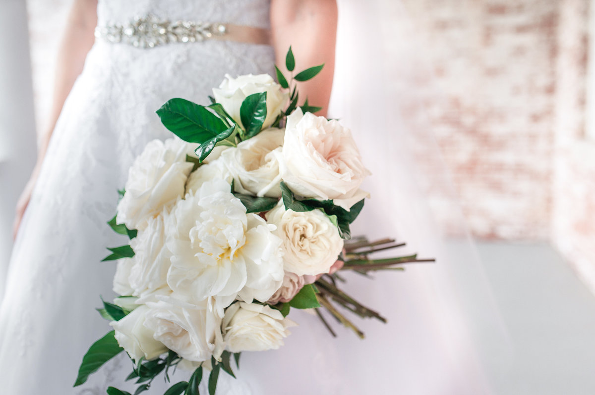 beautiful all white wedding bouquet from pigminnt northwest arkansas wedding florist, bridal session at Inn at Carnall Hall in Fayetteville, AR