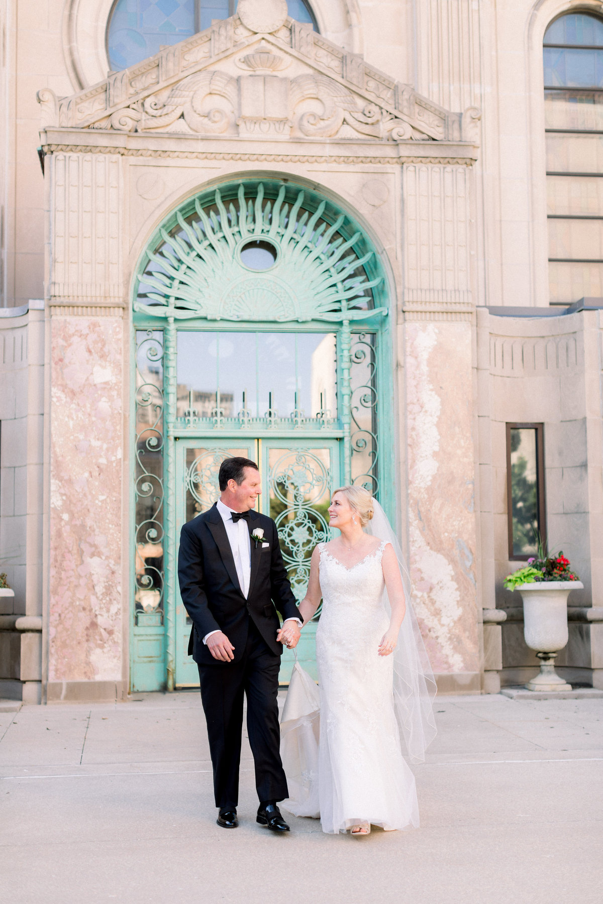 TiffaneyChildsPhotography-ChicagoWeddingPhotographer-Christine+Patrick-MundeleinAuditoriumWedding-BridalPortraits-88
