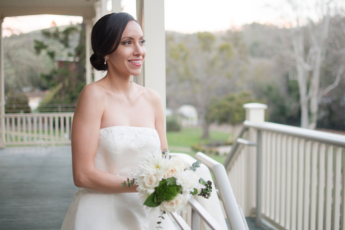 Hazel eyed bride with classic neutral makeup plus pink lips white florals