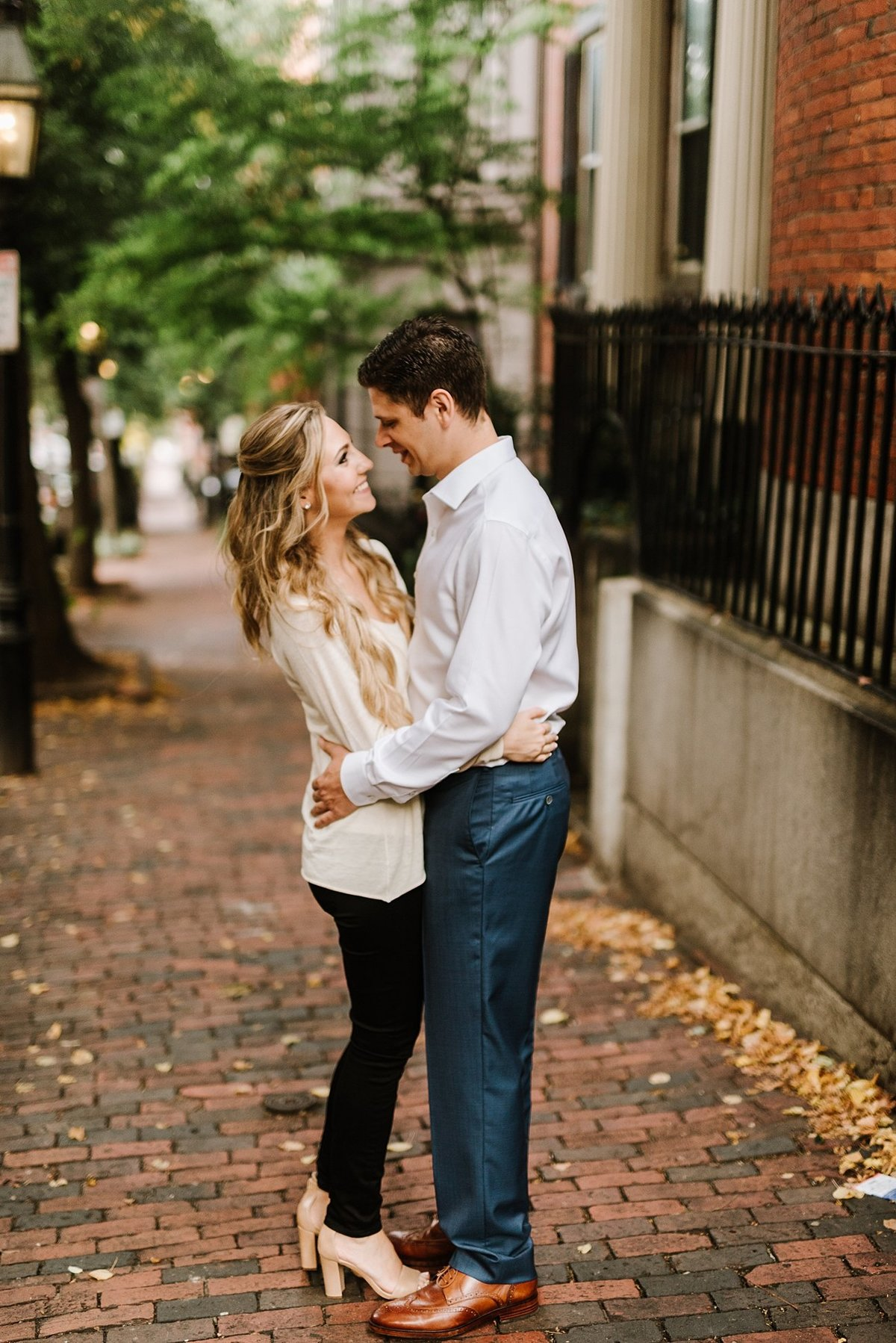 boston-public-garden-beacon-hill-boston-wedding-photographer-engagement-photo_0022