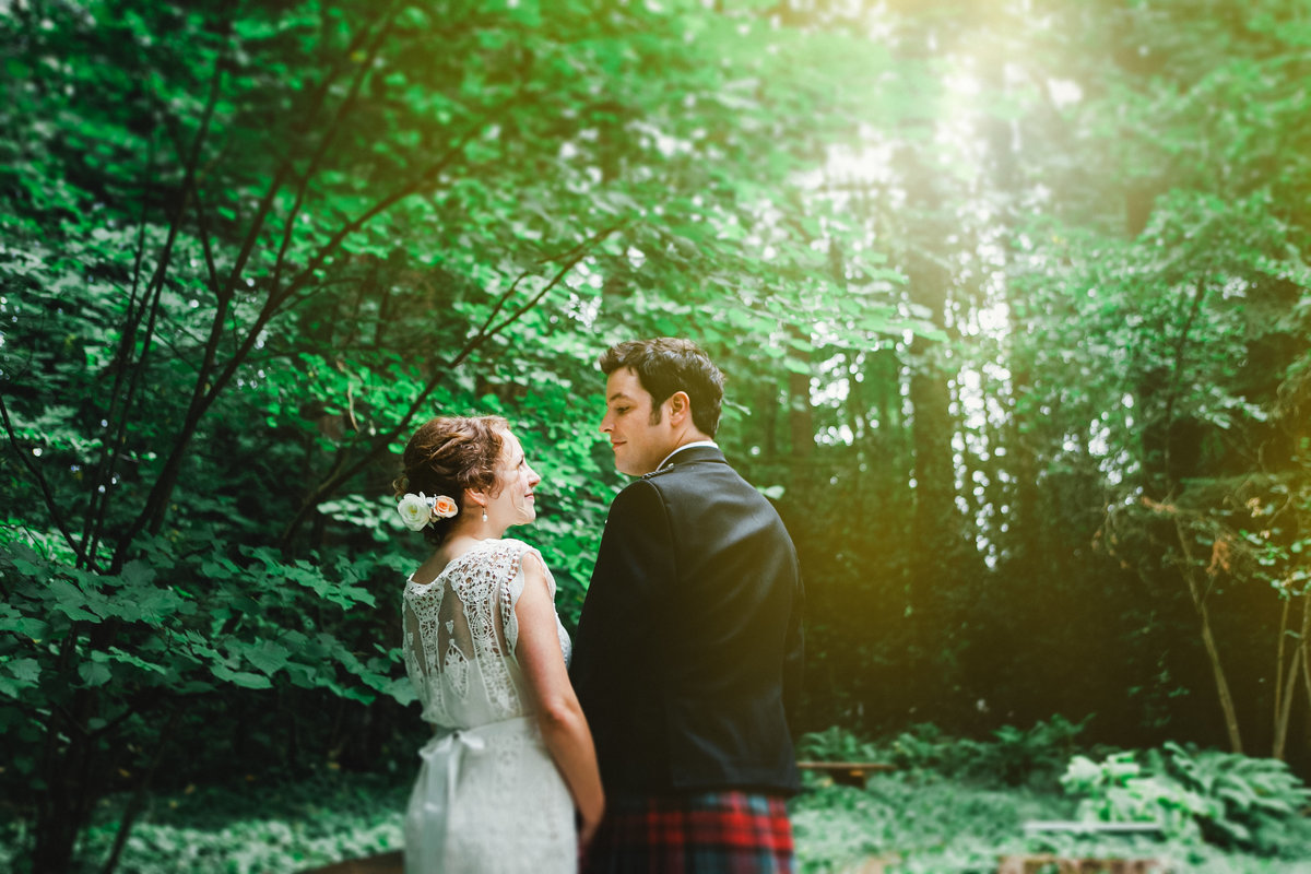 Best Wedding Photography of bride and groom inside the woods  in Oregon | Susie Moreno Photography