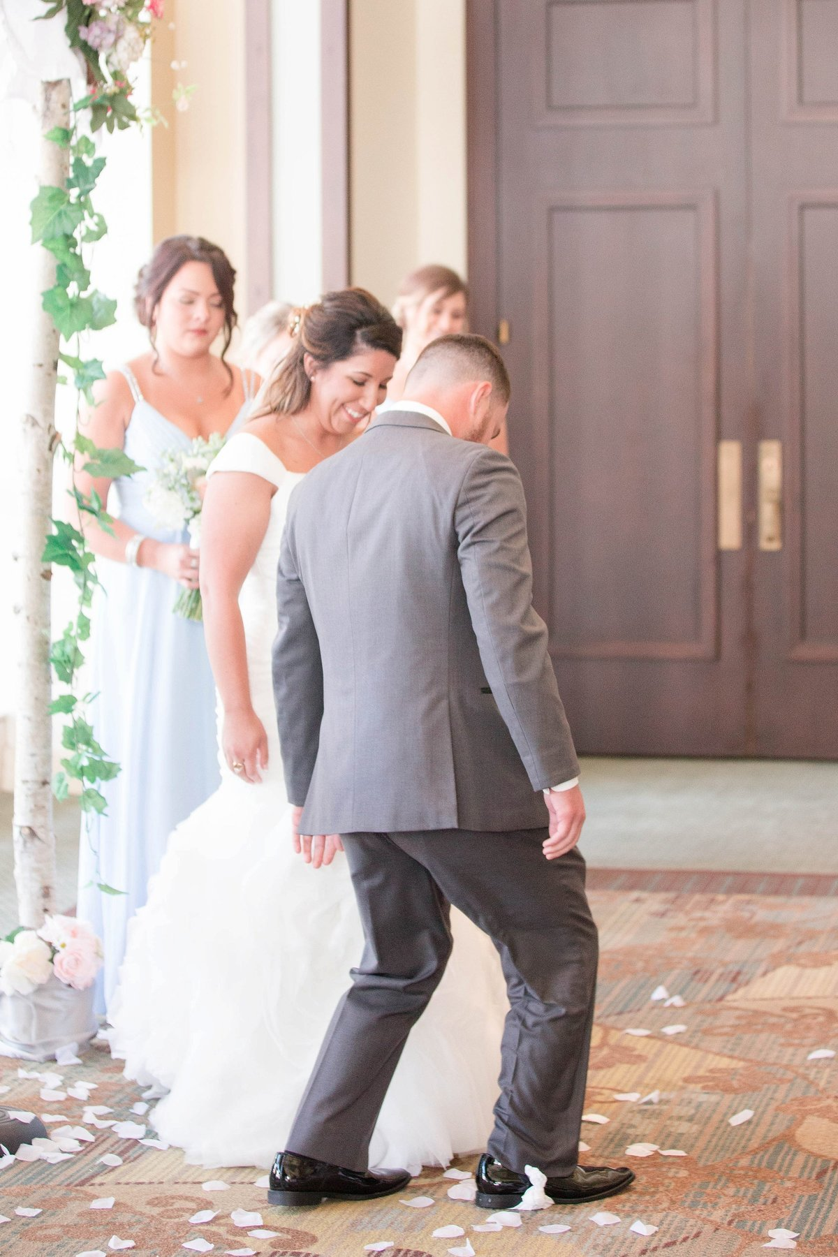 Baby Powder Blue and Blush Summer Park Inn Wedding with First Look by Toledo and Detroit Based Wedding Photographers Kent & Stephanie Photography_1023
