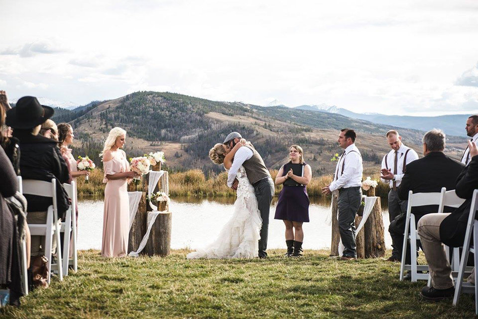 Granby-colorado-strawberry-creek-ranch-hipster-mountain-wedding-you-may-now-kiss-the-bride