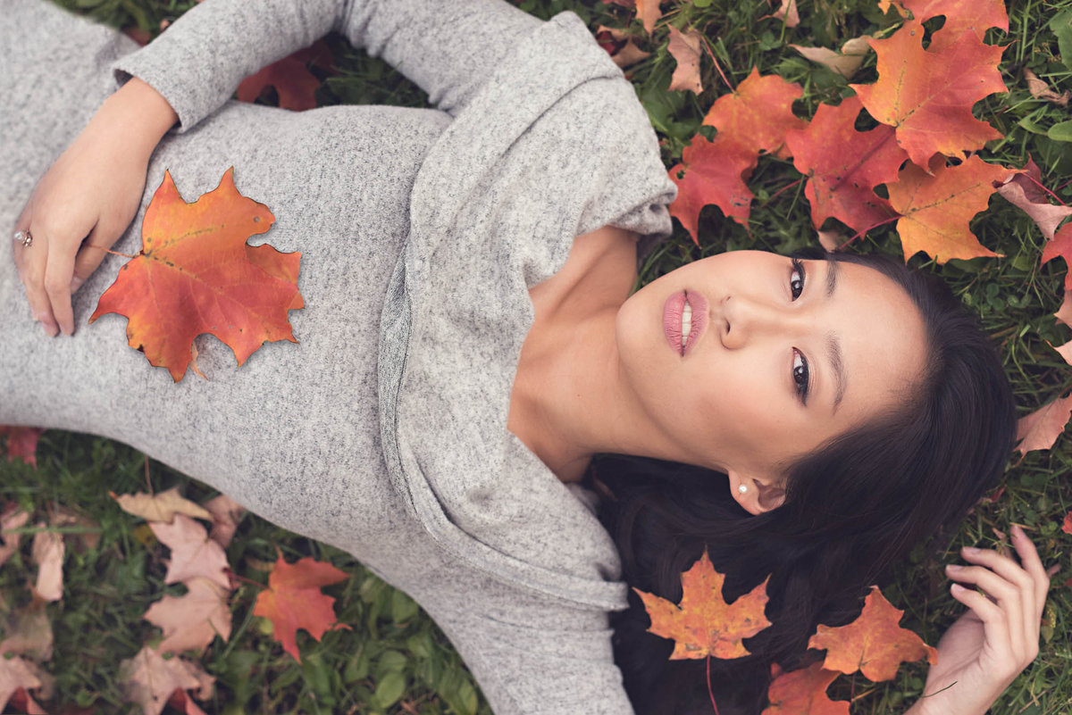 Girl in fall leaves photographer midwest