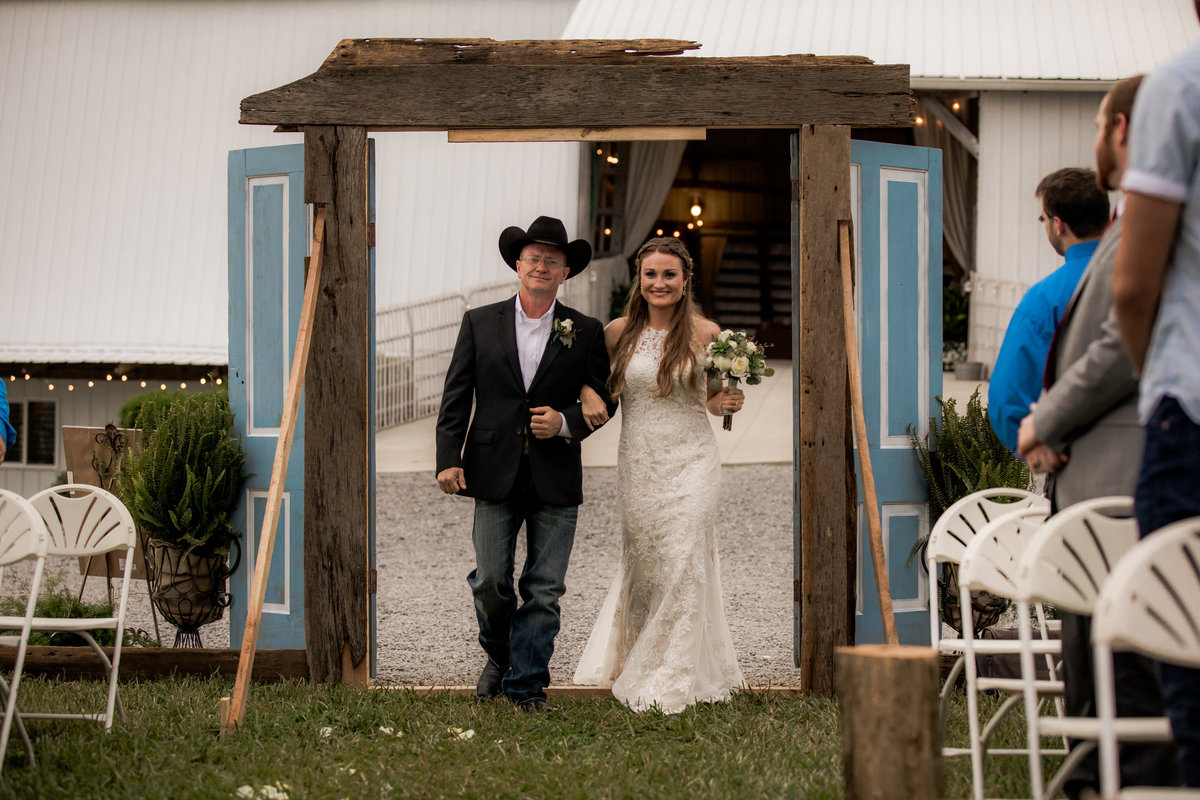 Nsshville Bride - Nashville Brides - The Hayloft Weddings - Tennessee Brides - Kentucky Brides - Southern Brides - Cowboys Wife - Cowboys Bride - Ranch Weddings - Cowboys and Belles091