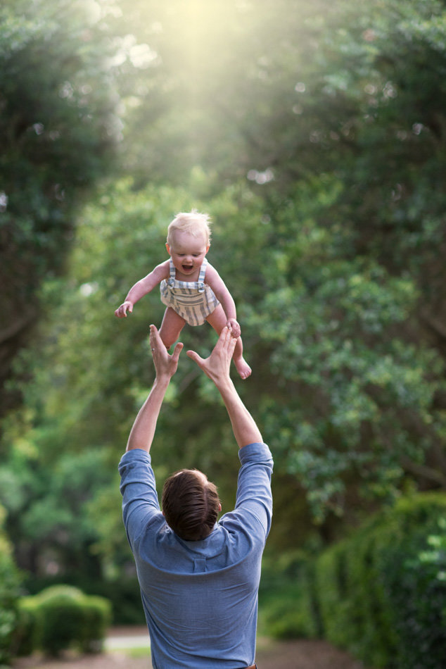 a dad throw his son in the air