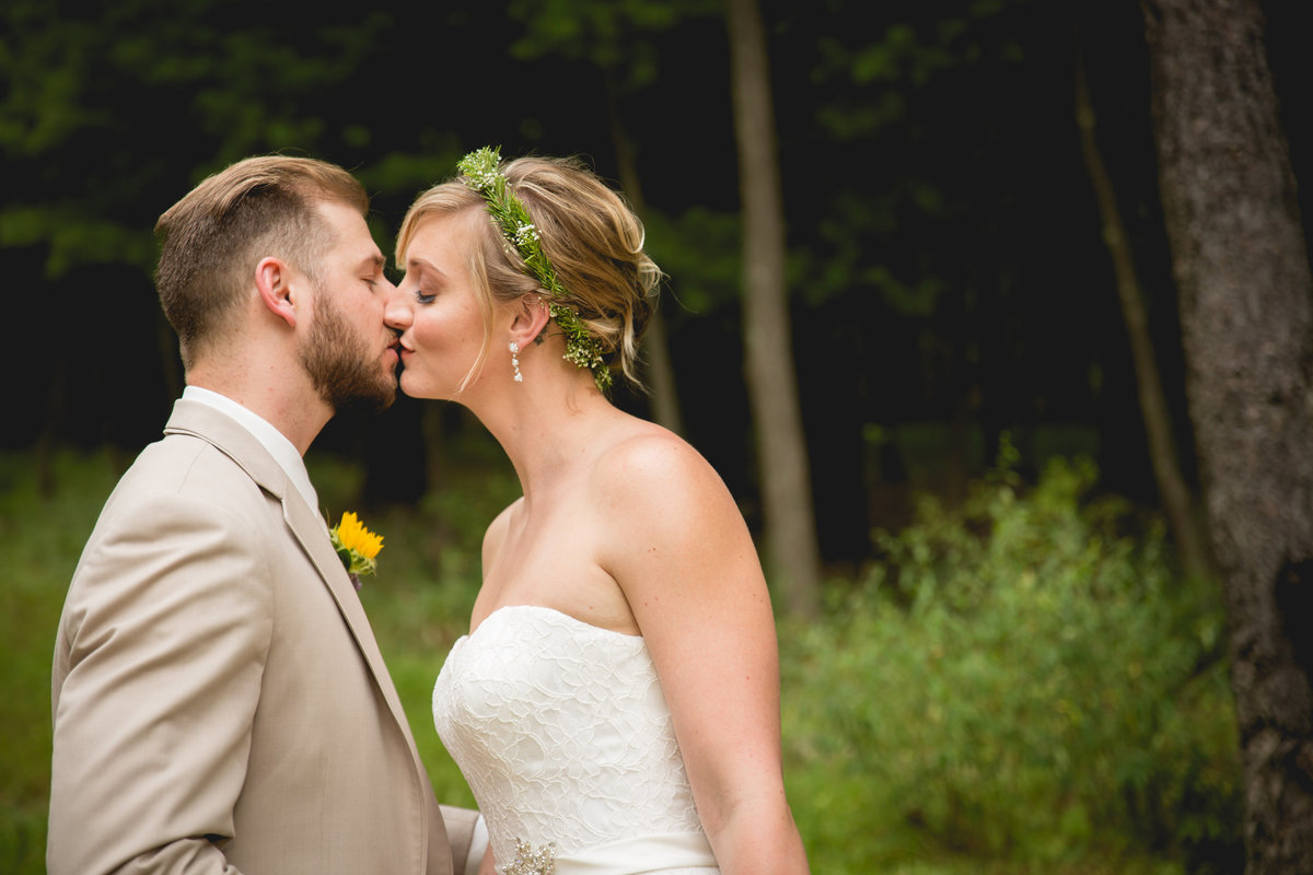 columbus wedding photographer kiss