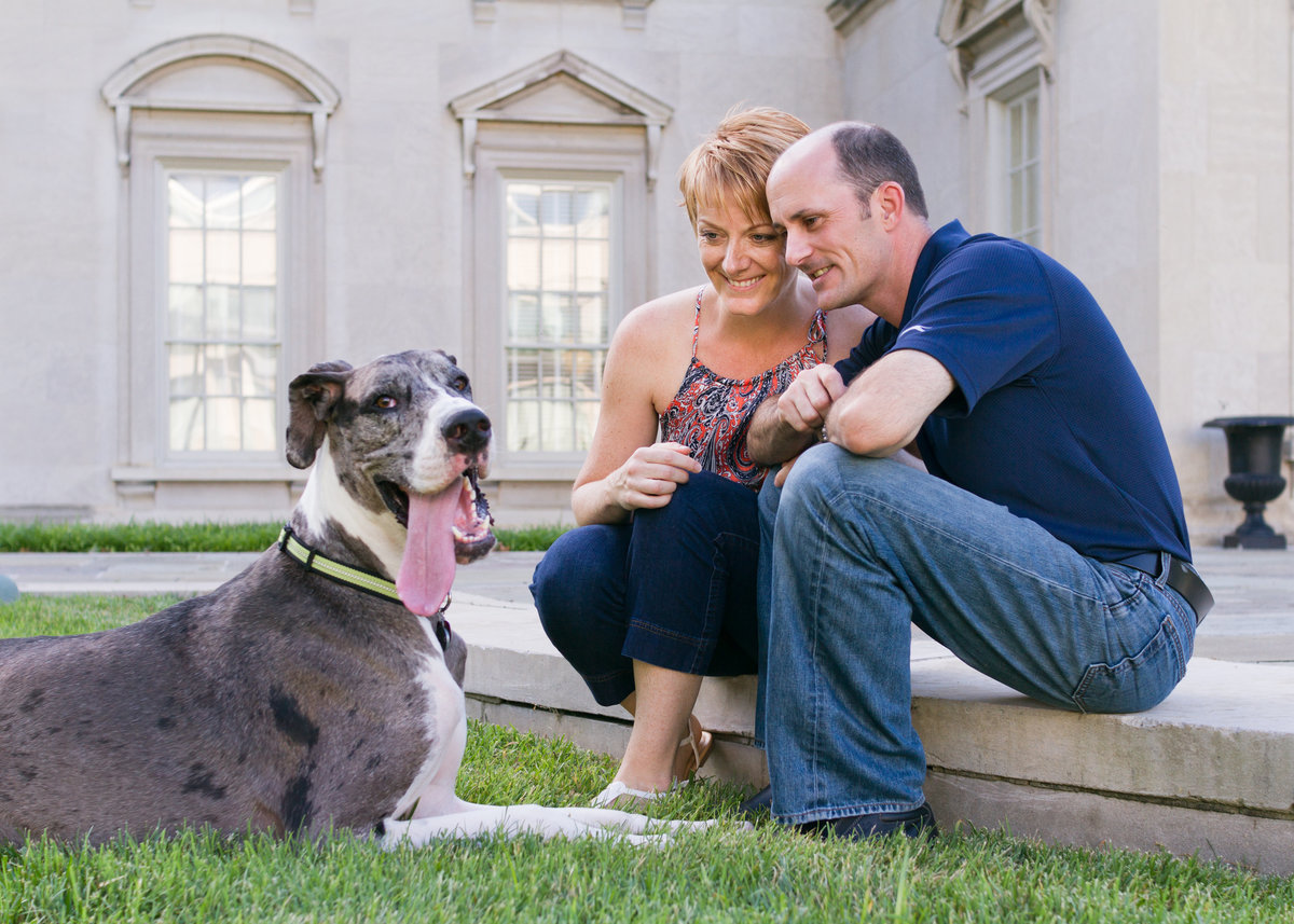 Family and pet pose at Virginia Museum of Fine Arts