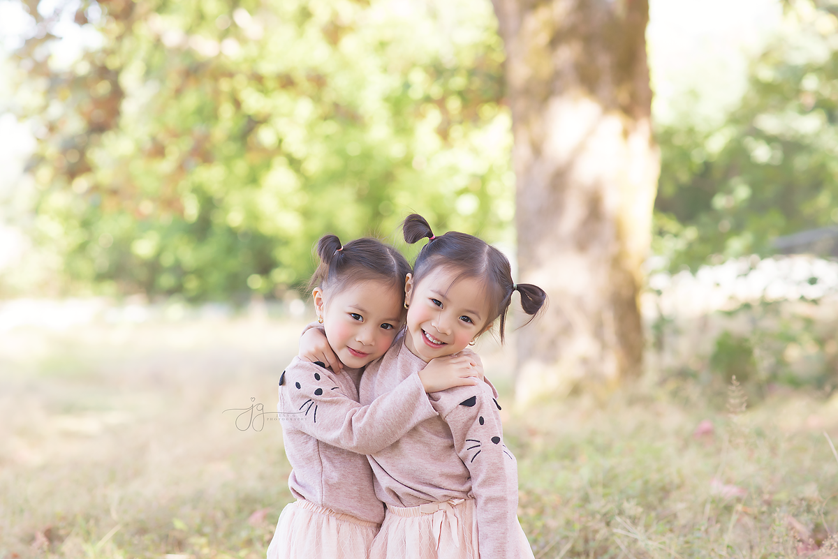 twin girl phot
