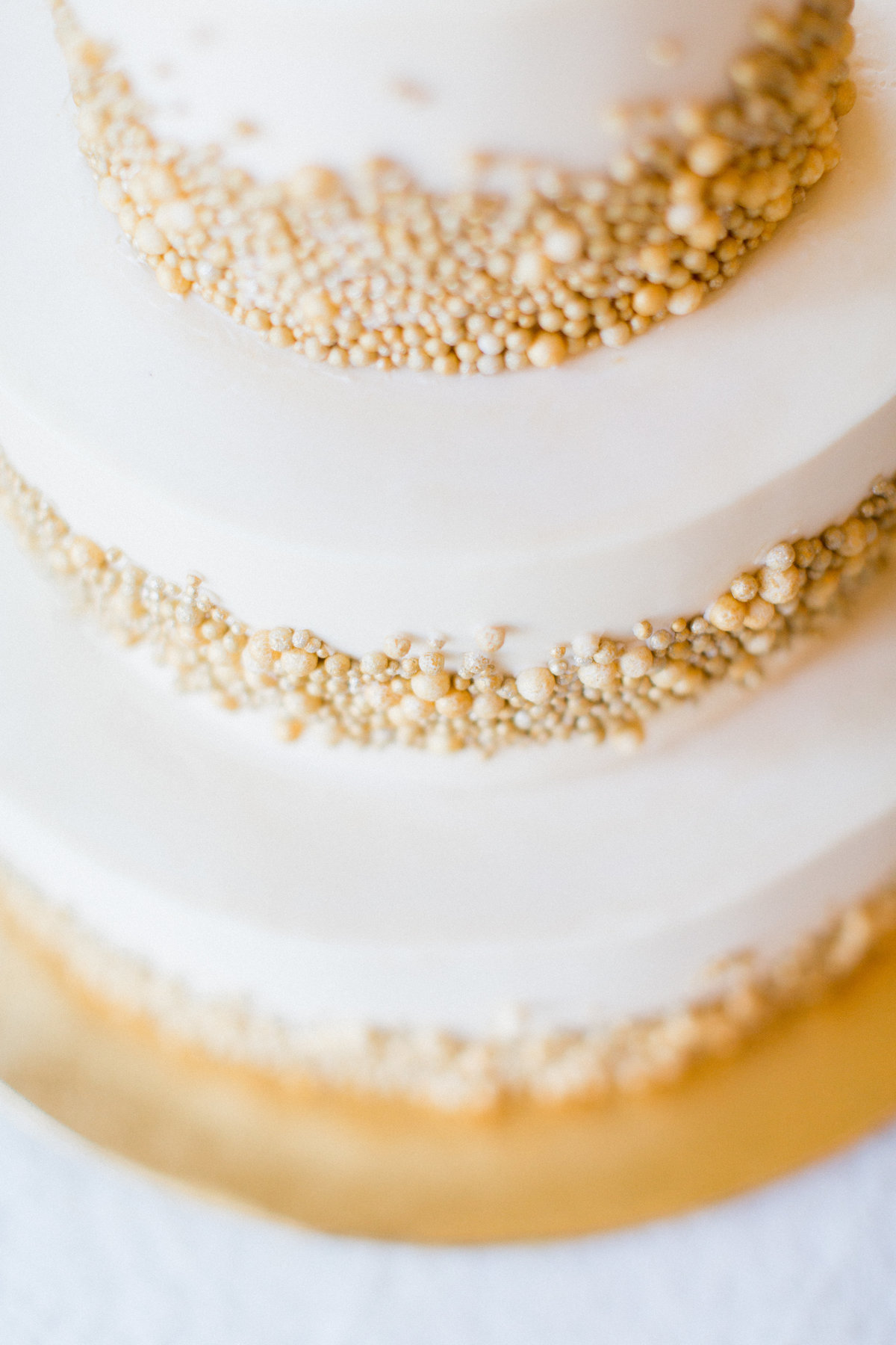 17_gold_wedding_cake