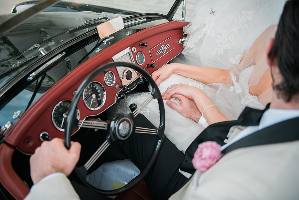 DAR-classic-car-bride-groom-ring