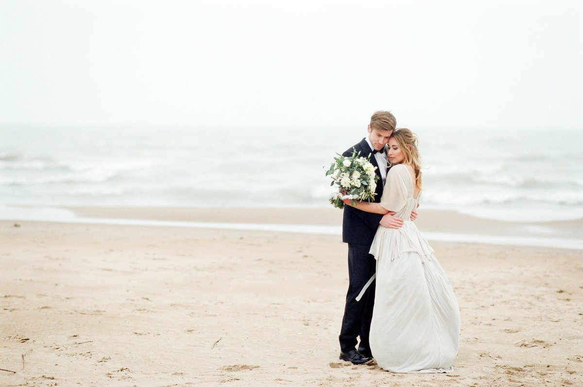 life in bloom best chicago wedding florists and event designers foster beach wedding1