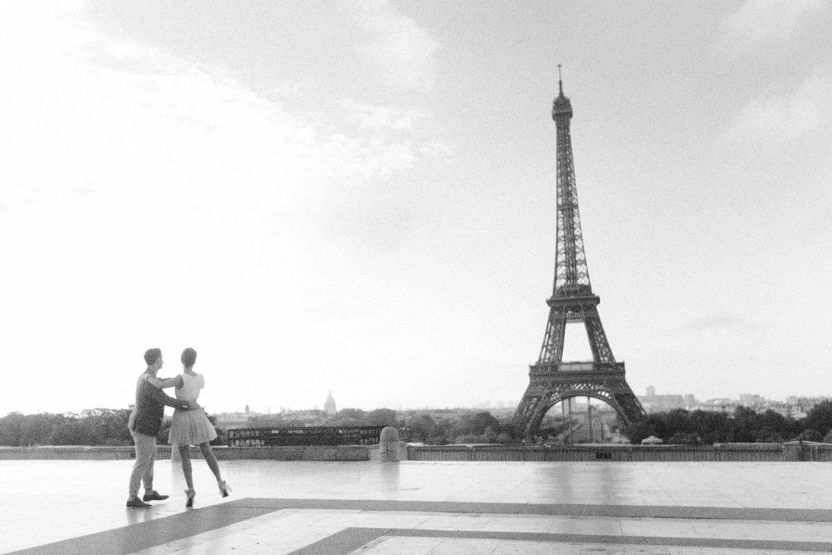 paris-engagement-film-photographer