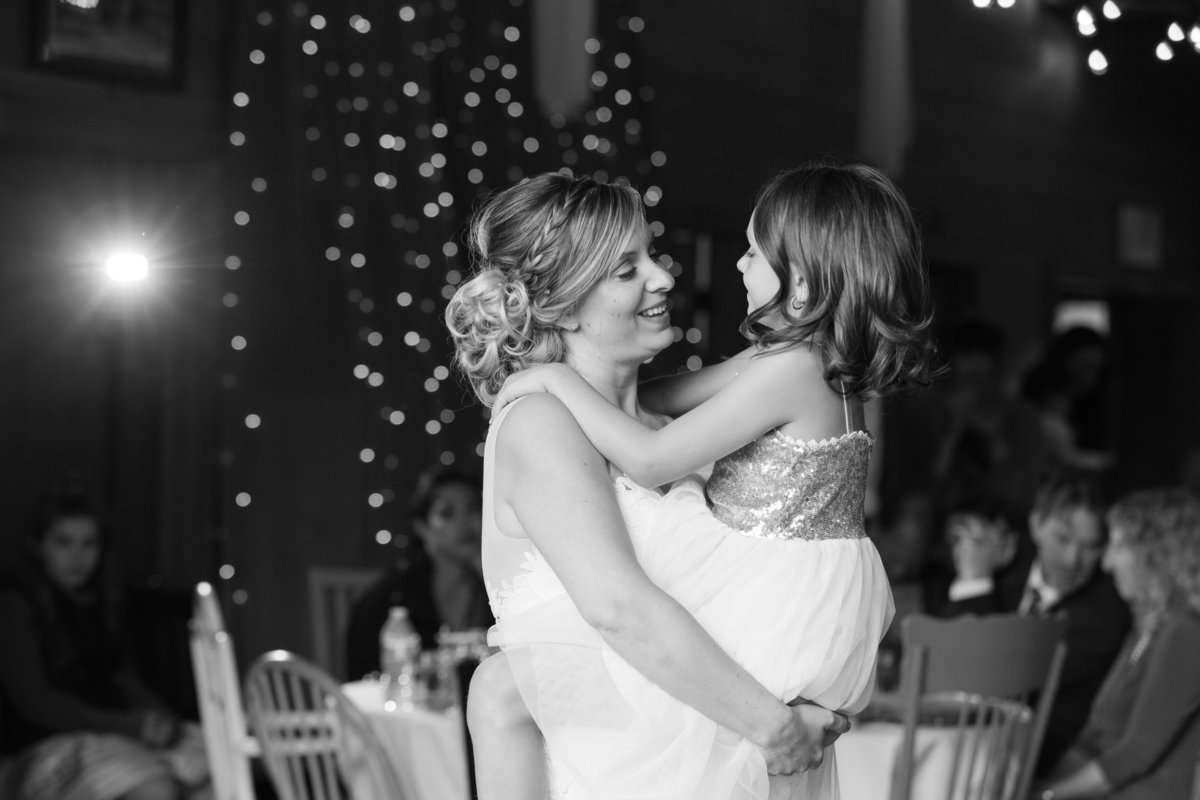 Amanda-Travis-Wedding_Eva-Rieb-Photography_First-Dances-49