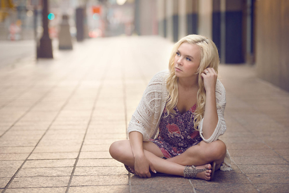 Downtown Minneapolis senior picture photographer for girls2